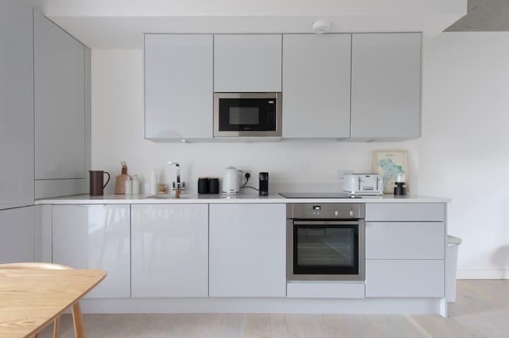 Loft Style Modern Apartment in Hackney, Dalston