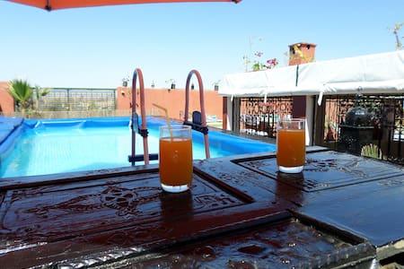 Riad Zinnha jolie de l'enterieur en marocain - Marrakech