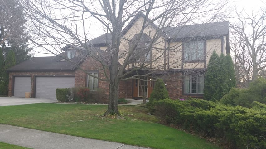 Westerville home with private room. - Westerville - House