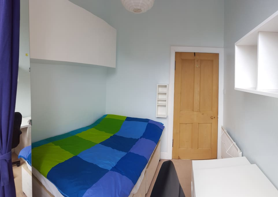 Cosy and bright single bedroom