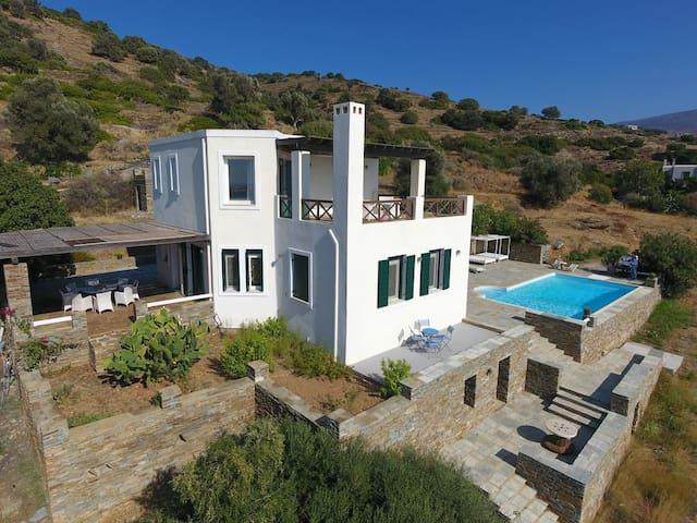 4 Bedr villa, Andros overlooking Aegean Sea