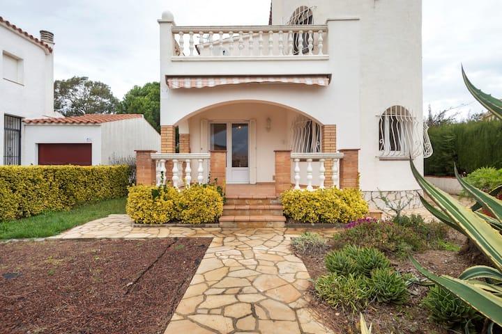 Casa de vacaciones con piscina en Sant Pere Pescador