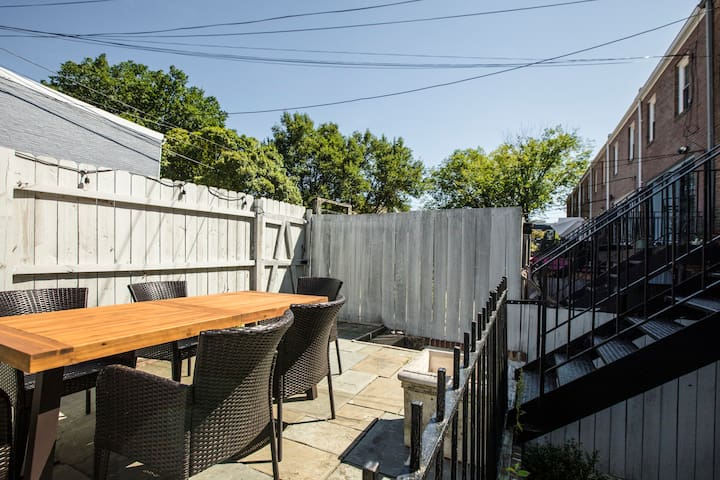 Capitol Hill garden oasis w/ private parking