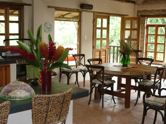 Charming country house, pool, river, sleeps 7 - La Vega - Rumah