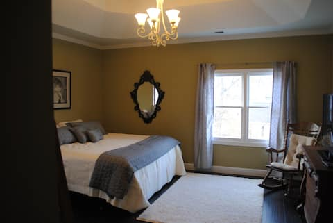 Spacious, 2nd-Floor Room with King Size Bed (1)