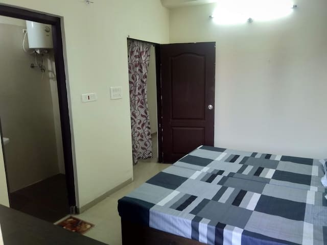 Warm Homely Stay Very Near To Station in Durg