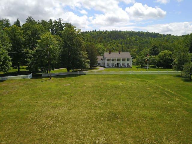 Spectacular estate in the Adirondacks-6 bedrooms