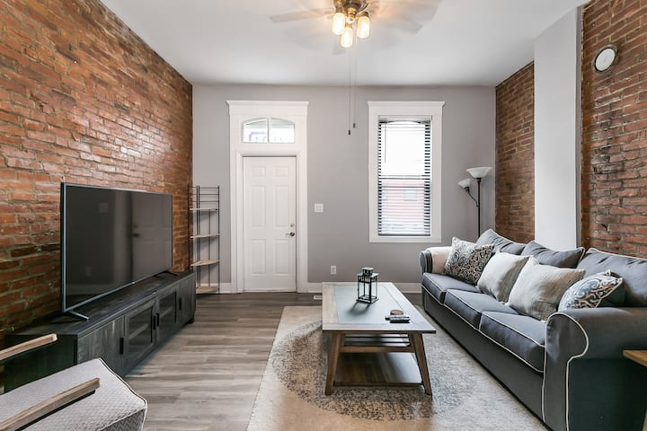 THE place in historic SOULARD! (3 BED,2 BATH)