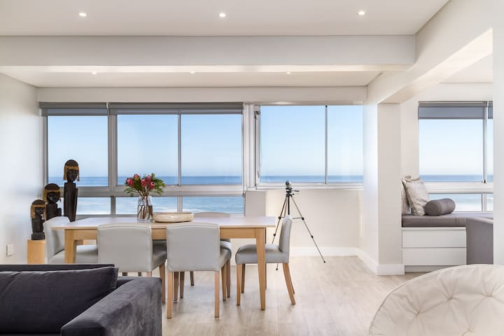 Beachfront 3BDR with Views over the Sea Point Pool
