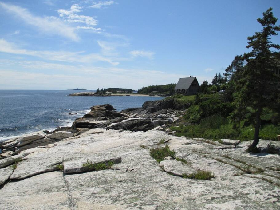 The view from the ledges in front of the house, the ocean breeze and frequent wild life and birds will mesmerize you.  Don`t be surprised to see a group of seals swim by
