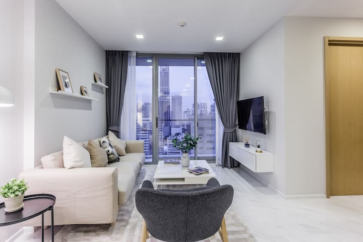 Spacious Luxury 2 Bedroom Condo Amazing City Views