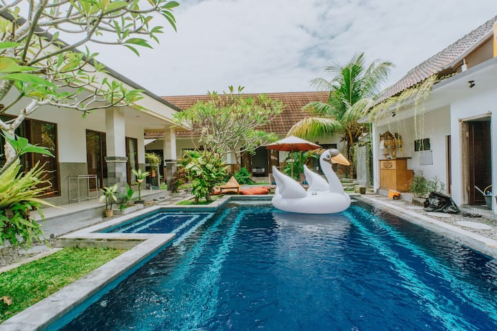 Shady Guesthouse for Digital Nomad by Bukit Vista