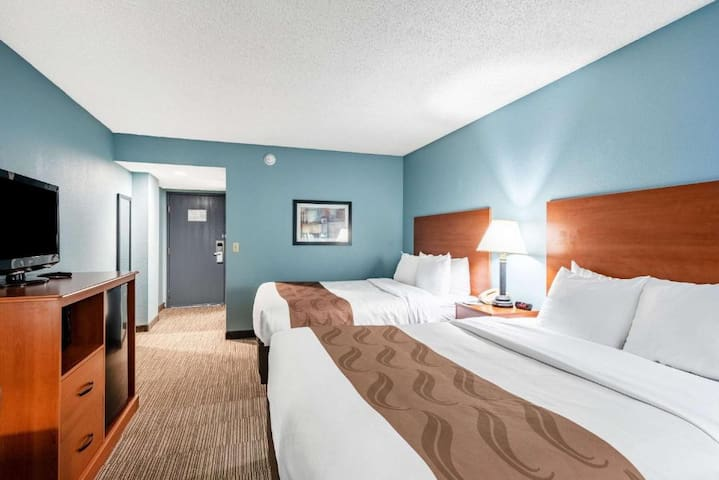 Delightful Suite Two Double Beds At Garden Of The Gods