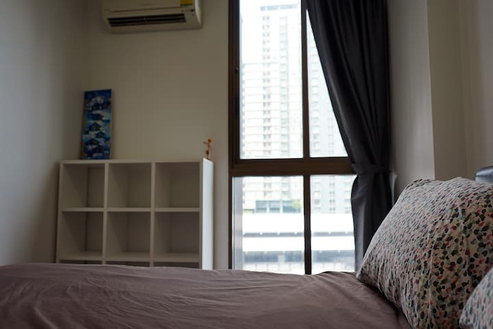 1 Bedroom with Living room near BTS station