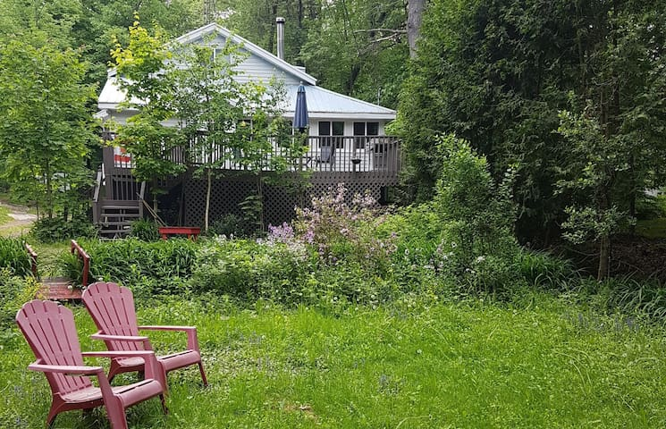 Spacious Family Cottage at Kahshe Lake in Muskoka