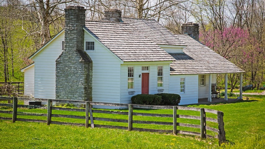 3 Bedroom Historic Tavern House @ Forest Retreat