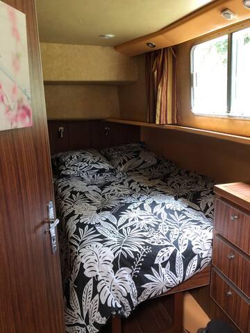Chambre 2.  Possibilité de faire deux lits simples séparés.