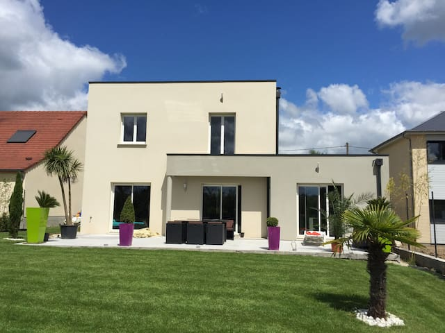 Modern house with garden, 10 min far from Orléans - Semoy - Casa