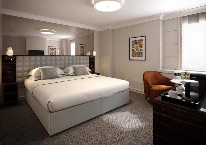 Deluxe King Room at Strand Palace, Covent Garden