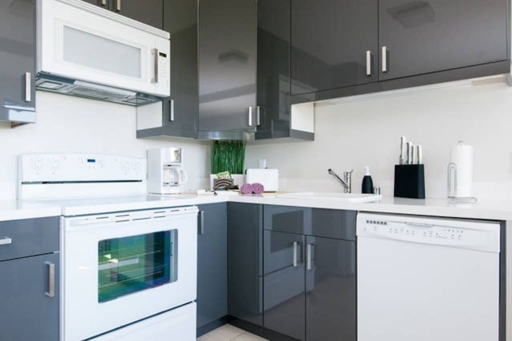 コーヒーメーカー、トースター、オーブン、電子レンジなど料理に必要な設備を管理しております。