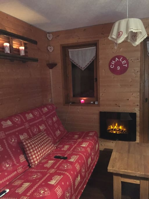 Studio cosy les montagnys flats for rent in ch tel for Canape french translation