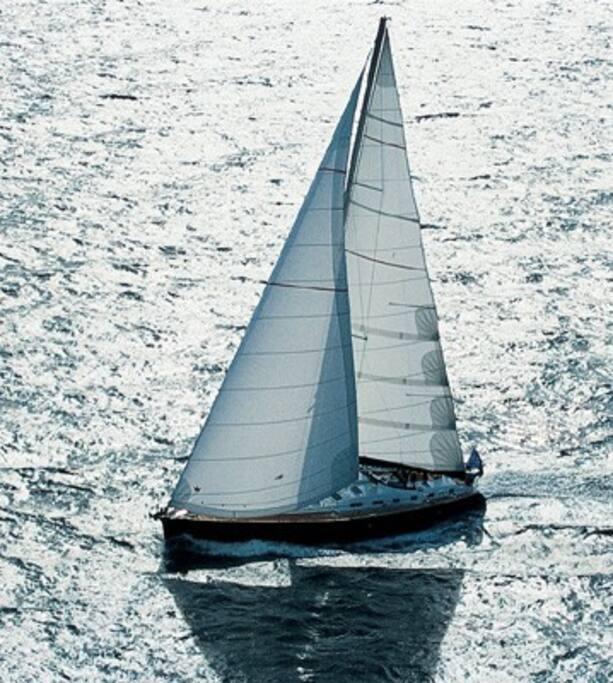 Ce beau voilier suscite des envies de grande croisière.