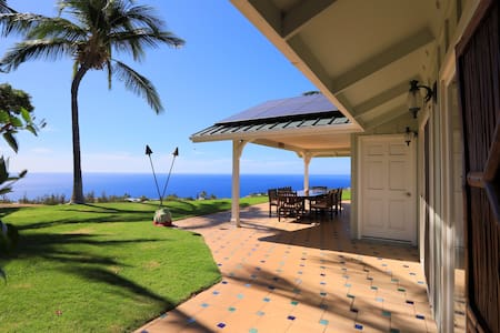 Private master suite with pool and ocean views - Waimea