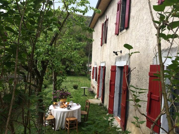 CHARME  et CONFORT d'une maison spacieuse en Ossau