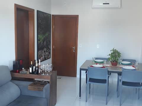 Quarto Inteiro em Condominio Novo.
