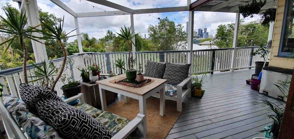 Beautiful Inner City Queenslander Home w 3 bedroom