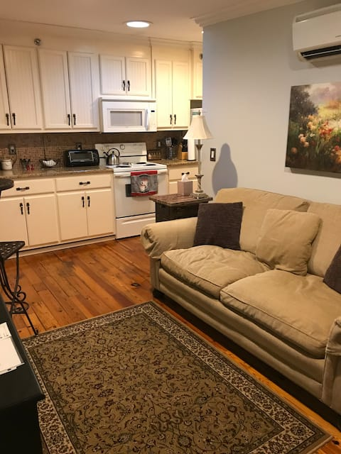 Private turn-key apartment in downtown Statesville
