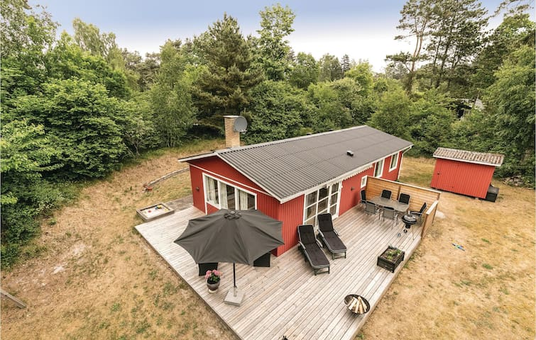 Holiday cottage with 3 bedrooms on 72m² in Aakirkeby