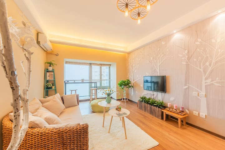 『格林green』可接机,解放碑江边的超大落地玻璃赏绝美重庆长江夜景房,吧台秋千,五星床品,交通方便 - Chongqing - Apartment