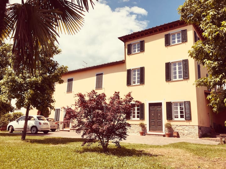 Sunny Large Room with Private Bathroom LUCCA