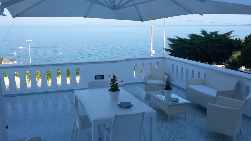 """Casa vacanze """"Il corallo azzurro"""""""