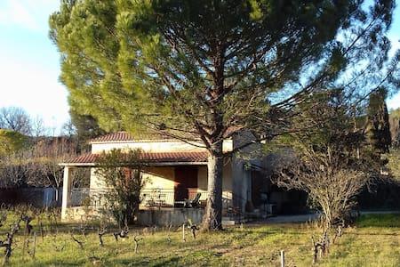 l'Espelido, au milieu des vignes d'Auriol - Auriol