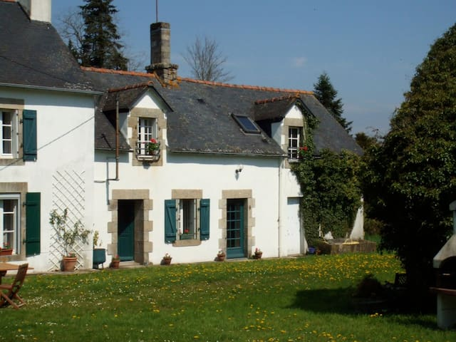 Beautiful stone cottage in rural Brittany - Leuhan - Rumah