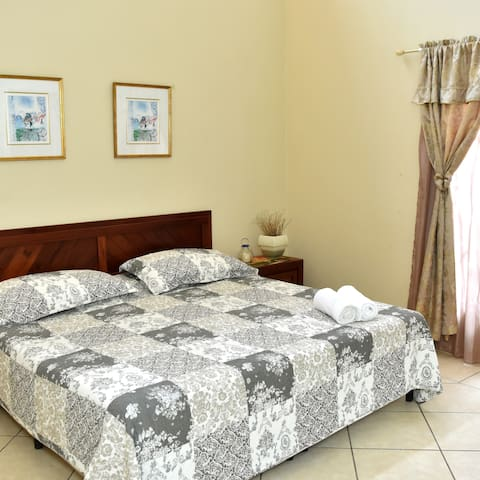 Uyuca Vista Guest House (King Room)