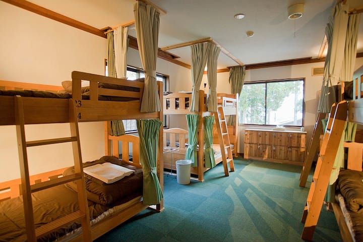 Free shuttle to ski resorts! Female dormitory room