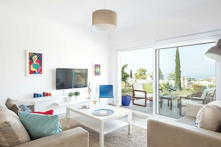 Luxury Flat with Beautiful Sea and Mountain View