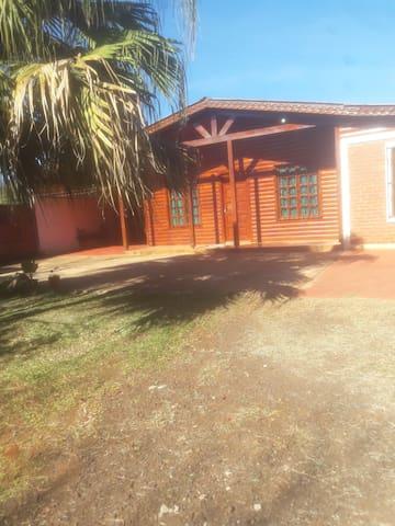 La casa está situada en un lugar turístico.