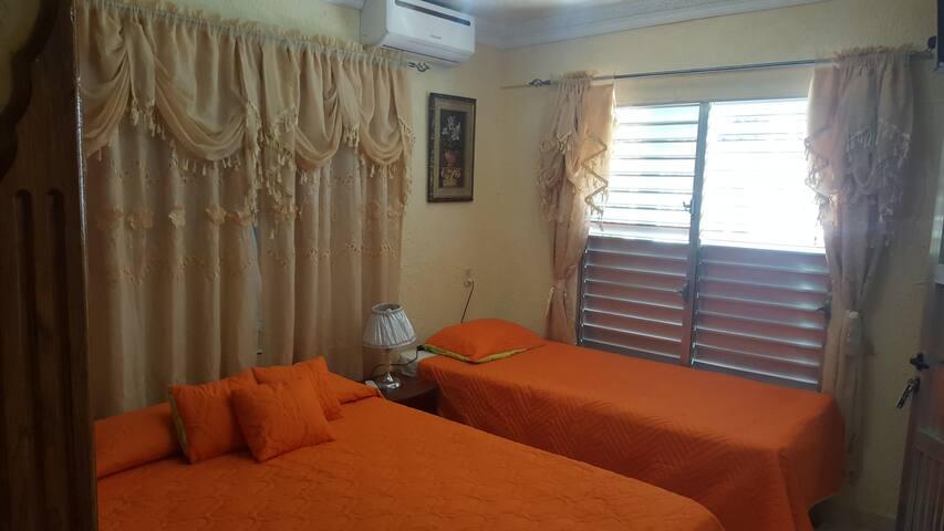 Casa Frank Room 4 (Playa Larga)