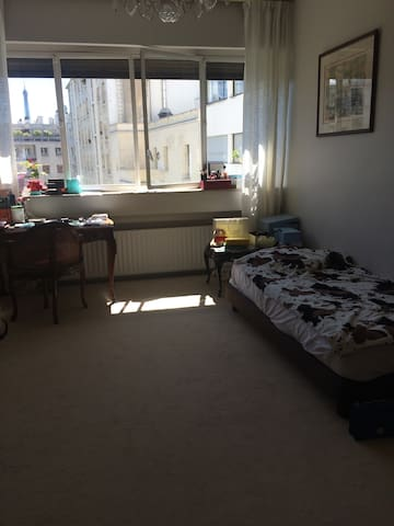Lovely room near Eiffel Tower