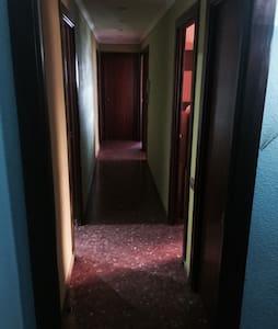 habitación grande 4 personas - Mislata - Leilighet