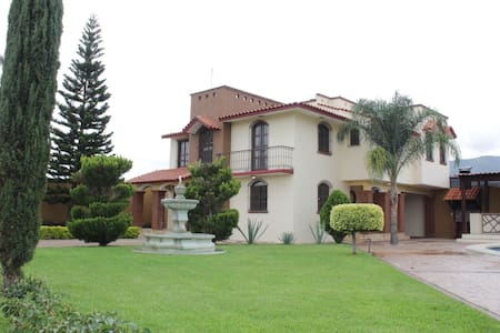 Casa Jardín Bugambilias