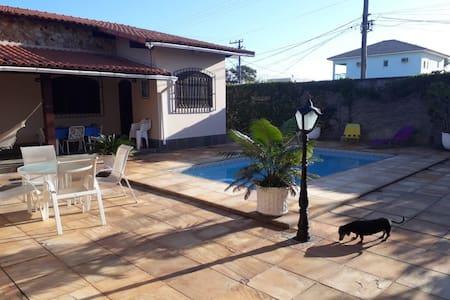 Casa com piscina e churrasqueira - Barra de Maricá