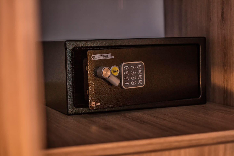 Caja fuerte en cada cuarto  / Safe (laptop size) on each room