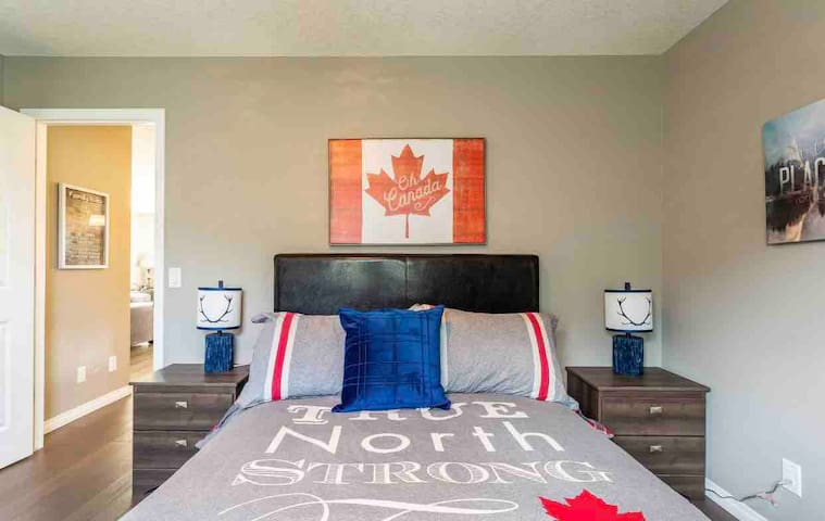 Sweet Room 25min Drive 2Downtown Calgary&Airport!!