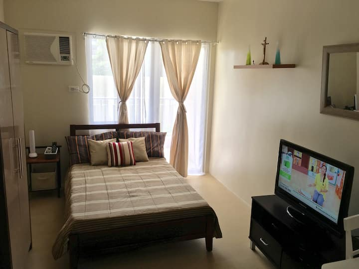 Cozy & homey room by the pool w/ wifi