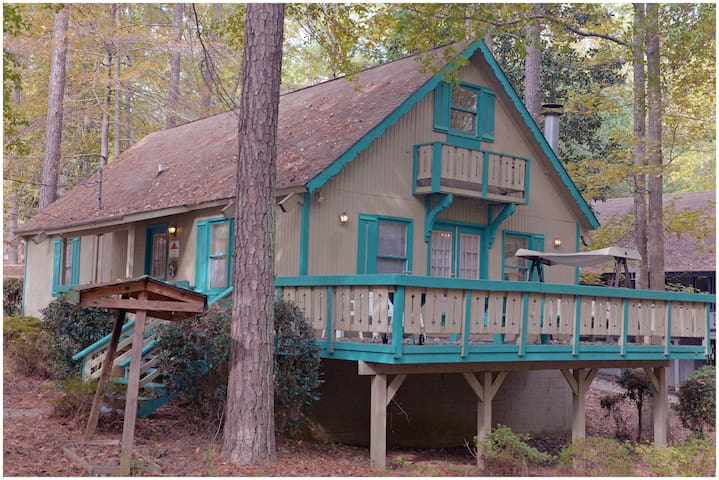 Quiet Cabin with large deck.  Enjoy fishing, putt-putt and much more on your stay!!- Offlake Three Bedroom #106 - Pet Friendly